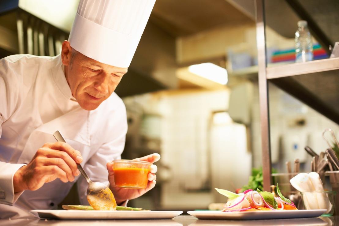 photodune-652119-chef-at-work-m2